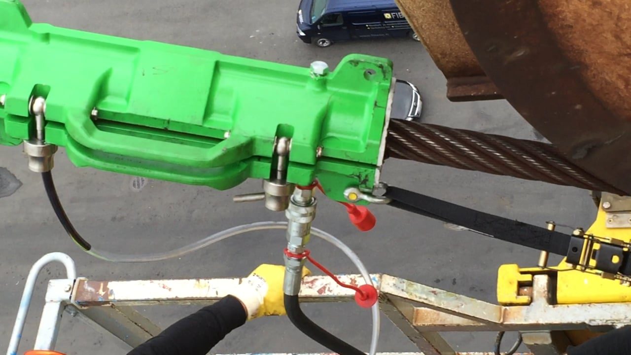 Viper WRL lubricating a wire rope